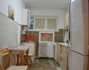 Apartament 2 camere decomandate, etaj intermediar, 55 mp, zona Primaverii